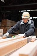 厳選された木材で耐震等級3の長期優良住宅を建てる