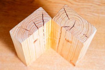 耐震住宅をつくるためには割れのない木材が大切です