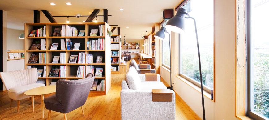 大分市で一戸建てを建てるなら「日本ハウジング」の暮らしの研究室、ブックカフェへお出でください