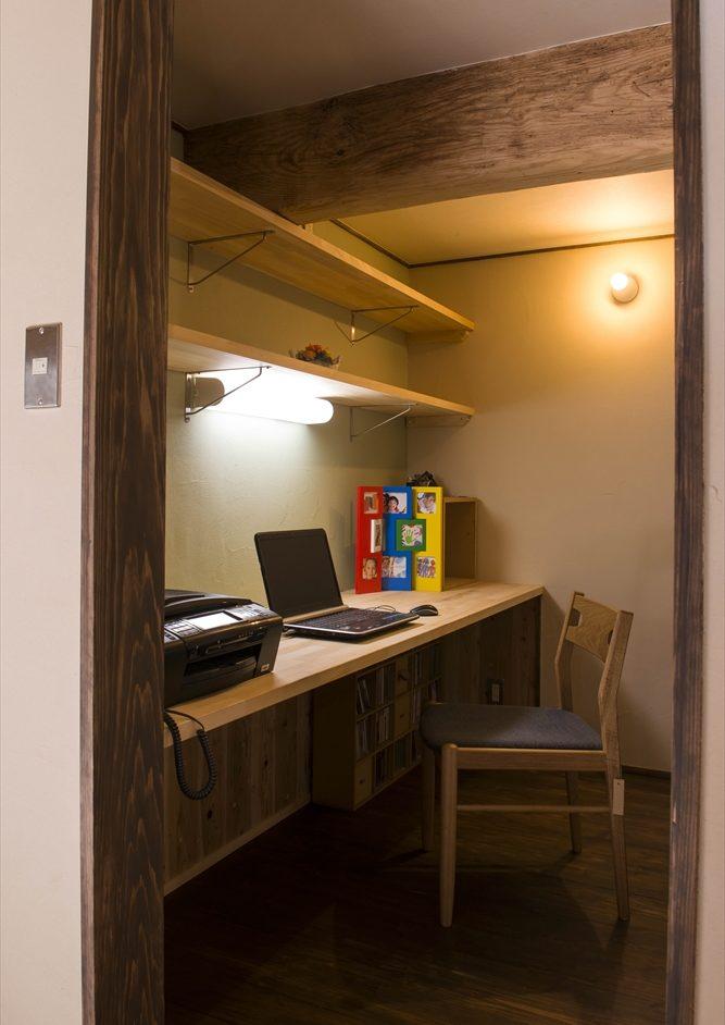 リノベーションして自分の仕事部屋も作りました