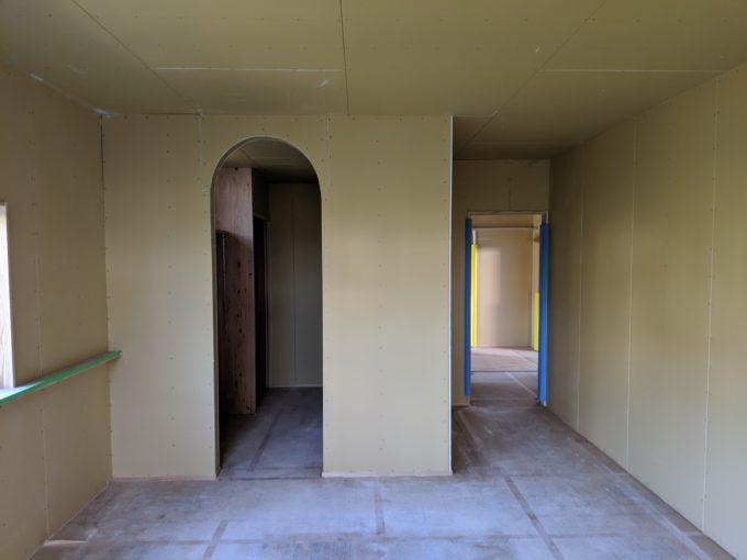 珍しいアーチ壁|リノベーション物件にて